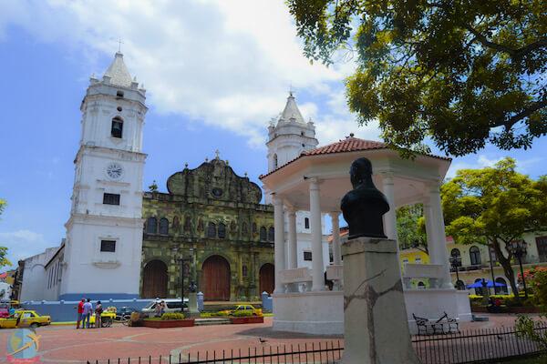 Plaza de la Catedral, Casco Viejo- Panama Guia Vegana