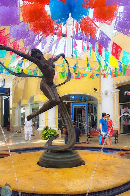 Centro Comercial La Isla, Cancun