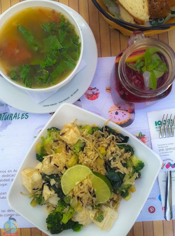 Sopa de lentejas y arroz asiático con tofu , Rest. 100% Natural, Playa del Carmen