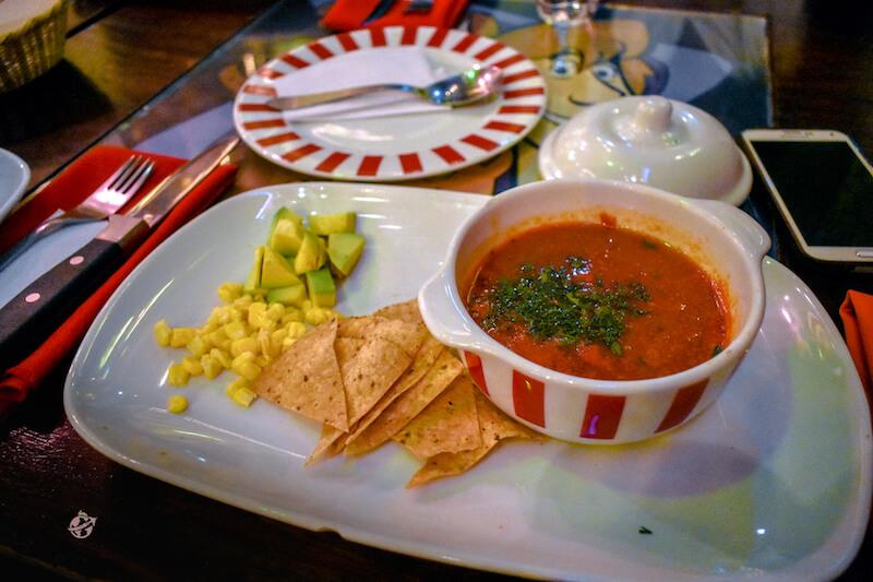 Sopa de tomate, maiz, agucate