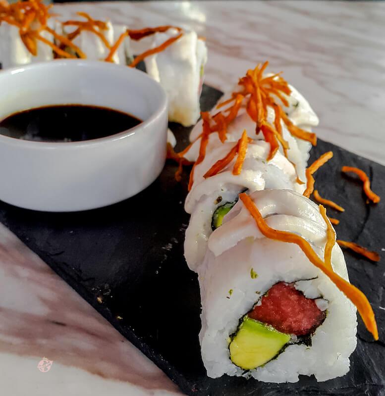 sushi de tuna vegano del restaurante Makeout en Bogota