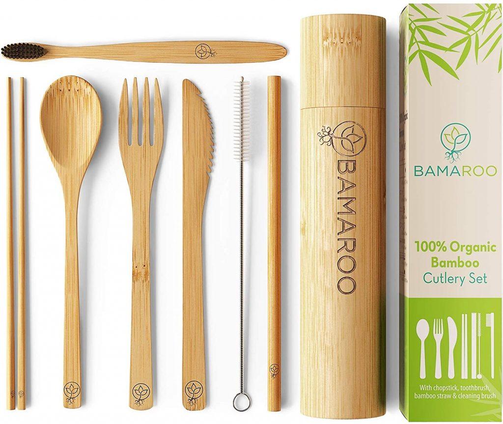 utensilios de bambu organico: tenedor, cuchillo, cuchara, palitos, un carrizo con su brochita para limpiar, un cepillo de dientes y estuche. Regalos veganos