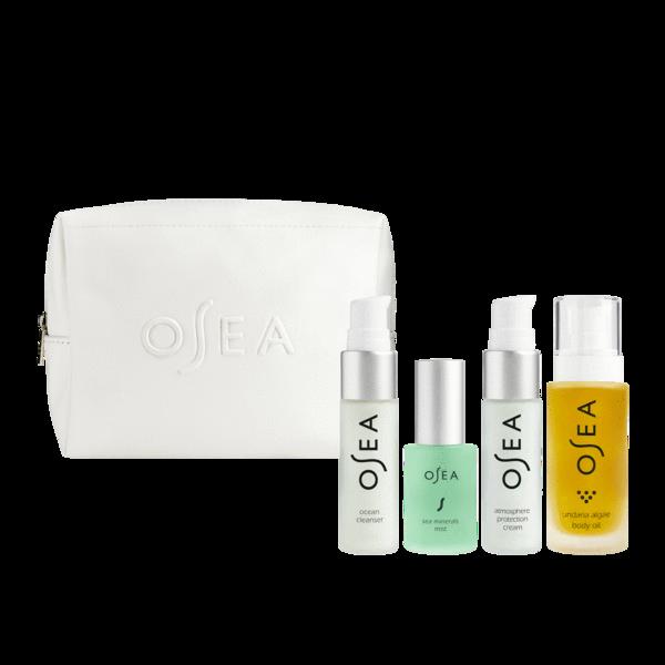 kit de cuidado de la piel de la marca osea. crema limpiadora, un tónico, una crema protectora y un aceite corporal. Todo viene en una linda cosmetiquera de cuero vegano.