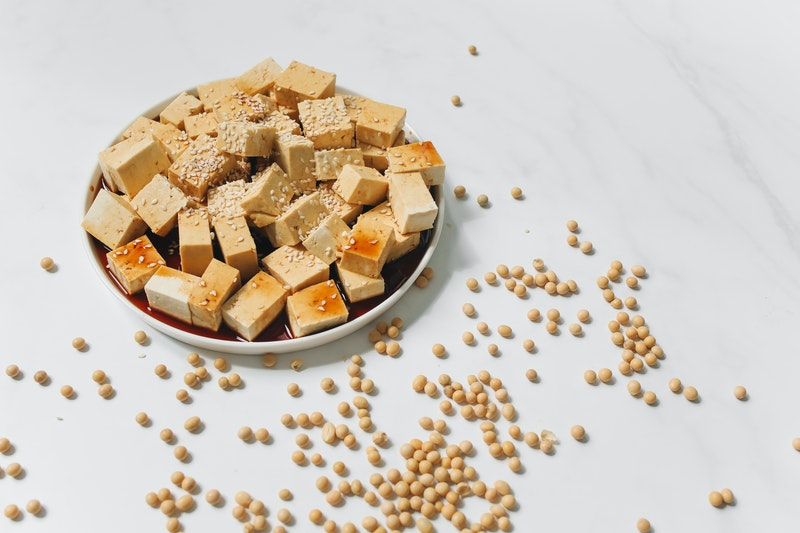 tofu en cubos marinado
