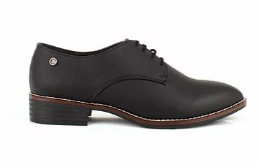 zapatos negros de cordon