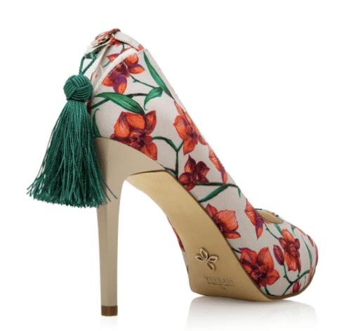 zapatos de tacon con diseno de flores rojas
