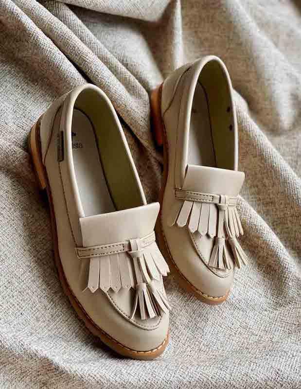 zapatos veganos color crema