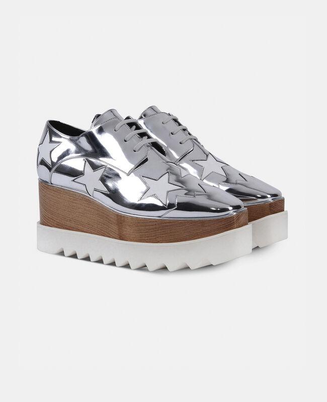zapatos de plataforma con diseno de estellas en color plateado